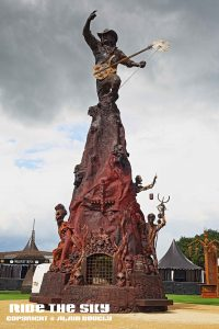 Hommage à Lemmy avec cette statue de 15 mètres de haut !
